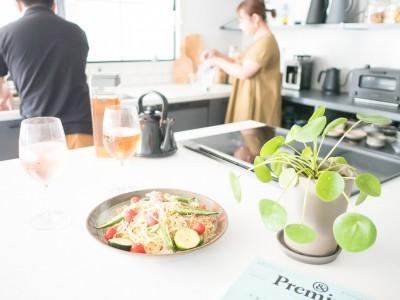 作業台 (ホワイト×グレーの個性派キッチンのローコストリノベーション)