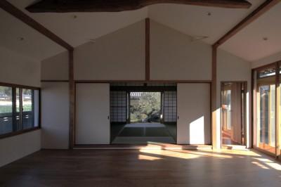 リビングダイニング (日本家屋の平屋をアンティークにリノベ(信楽の家リノベーション))