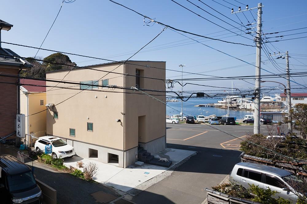 荒崎週末住居〜海・夕陽・富士山を望む家〜 (海との関係性)