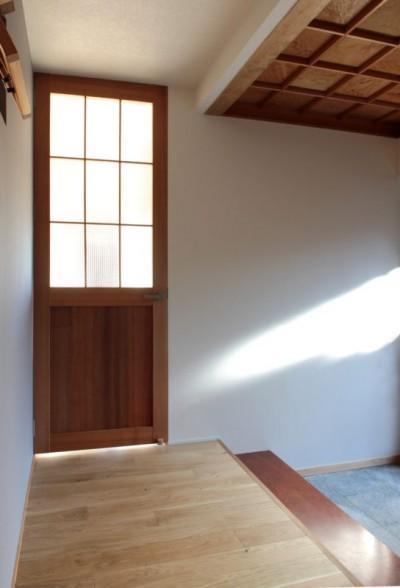 玄関 (日本家屋の平屋をアンティークにリノベ(信楽の家リノベーション))