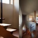 荒崎週末住居〜海・夕陽・富士山を望む家〜の写真 階段詳細と2階のLDK