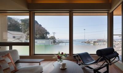 荒崎週末住居〜海・夕陽・富士山を望む家〜 (リビングからの眺望)