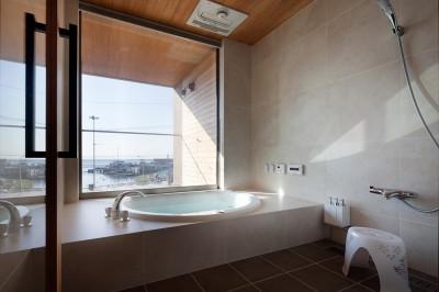 浴室 (荒崎週末住居〜海・夕陽・富士山を望む家〜)