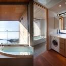 荒崎週末住居〜海・夕陽・富士山を望む家〜の写真 浴室と洗面室