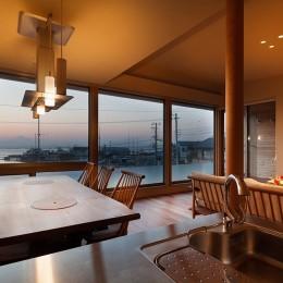 荒崎週末住居〜海・夕陽・富士山を望む家〜 (ダイニングテーブル)