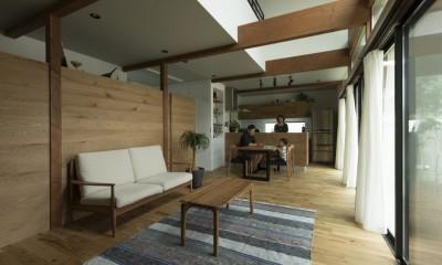 リビングダイニング|グランピングリゾートのような軒下のある家(甲南の家)