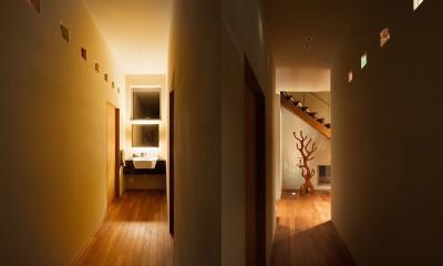 荒崎週末住居〜海・夕陽・富士山を望む家〜 (1階廊下)
