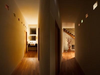 1階廊下 (荒崎週末住居〜海・夕陽・富士山を望む家〜)