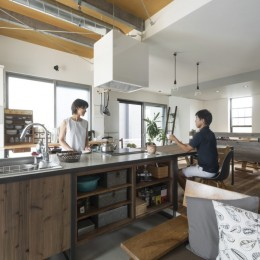 キッチンをLDKの中心に家族が繋がる家(野洲の家リノベーション)