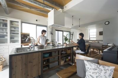 キッチン (キッチンをLDKの中心に家族が繋がる家(野洲の家リノベーション))