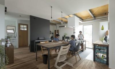 キッチンをLDKの中心に家族が繋がる家(野洲の家リノベーション) (ダイニング)