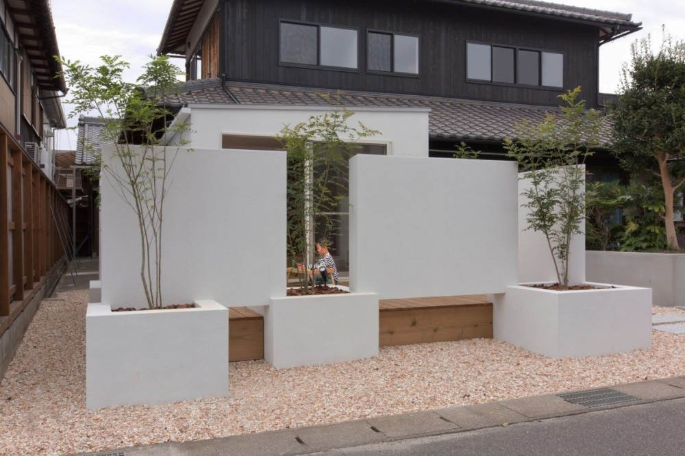 9平米の増築と外構でつながる広がりのある家(城東の家リノベーション) (外観)