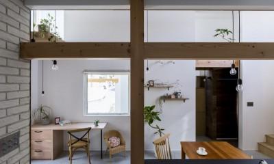 ダイニング|芝生丘のあるプライバシーを確保しつつ開く窓の家(宇治の家)