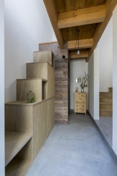 階段 (芝生丘のあるプライバシーを確保しつつ開く窓の家(宇治の家))