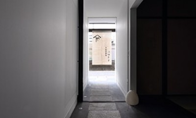 室内まで続く路地のあるゲストハウス(宇治民宿・宇治壱番宿にがうり) (土間)