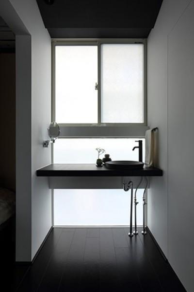 お手洗い (室内まで続く路地のあるゲストハウス(宇治民宿・宇治壱番宿にがうり))