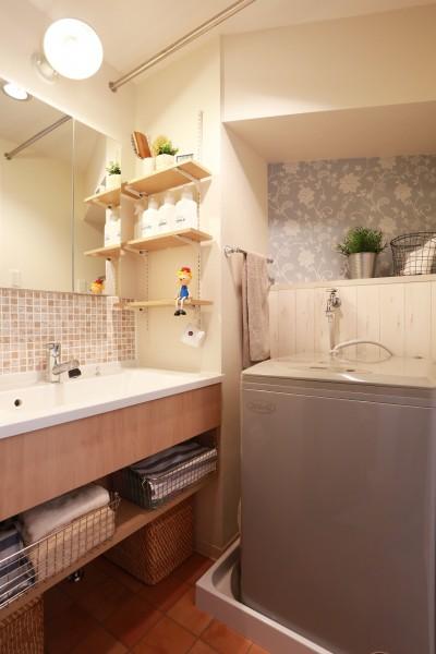 洗濯機スペース (好きなモノに囲まれて暮らす~ナチュラルテイストな家)