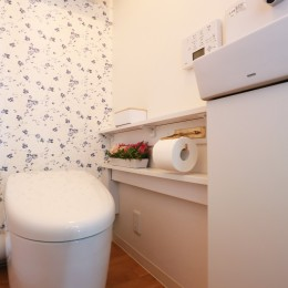 好きなモノに囲まれて暮らす~ナチュラルテイストな家 (トイレ)