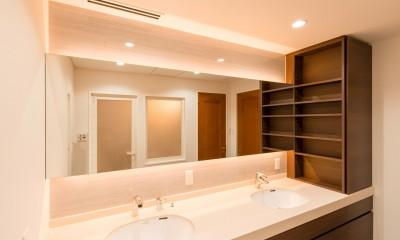 洗練されたホテルライクな洗面室 (洗面室収納)