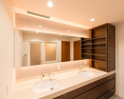 洗面室収納 (洗練されたホテルライクな洗面室)