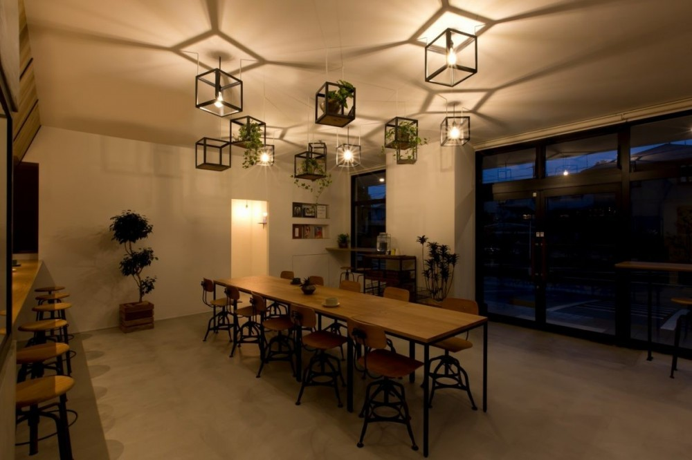 アイアンフレームを使ったオシャレなカフェ(cafe CICERO) (内装)