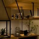 アイアンフレームを使ったオシャレなカフェ(cafe CICERO)の写真 収納
