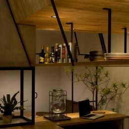 アイアンフレームを使ったオシャレなカフェ(cafe CICERO) (収納)