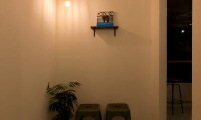 アイアンフレームを使ったオシャレなカフェ(cafe CICERO) (お手洗い通路)