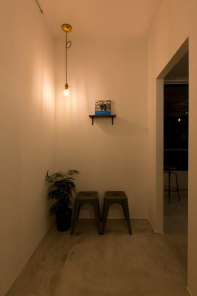 お手洗い通路 (アイアンフレームを使ったオシャレなカフェ(cafe CICERO))
