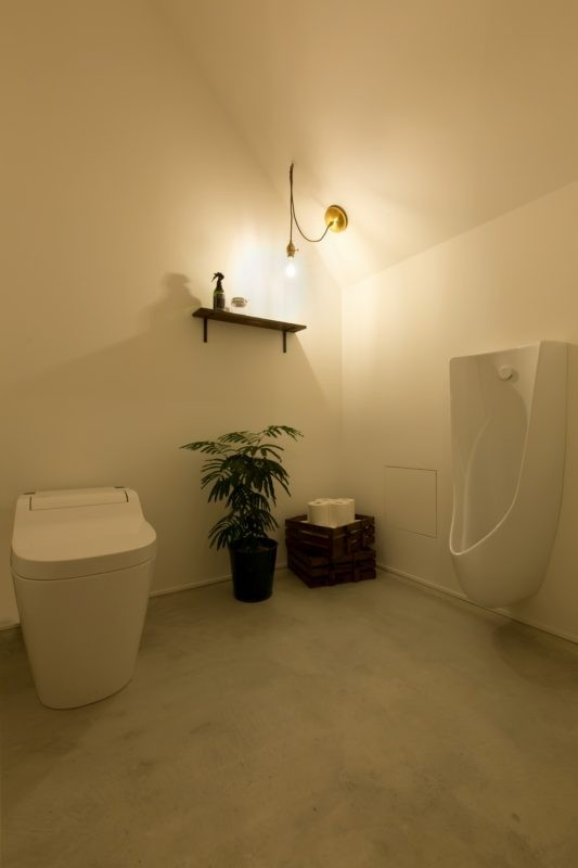 アイアンフレームを使ったオシャレなカフェ(cafe CICERO) (トイレ)