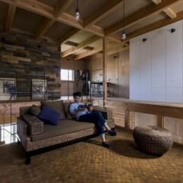 倉庫をリノベーションしたかのような新築の家(石部の家) (二階部屋)