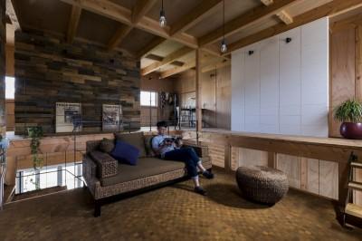 二階部屋 (倉庫をリノベーションしたかのような新築の家(石部の家))