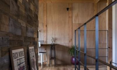 廊下|倉庫をリノベーションしたかのような新築の家(石部の家)