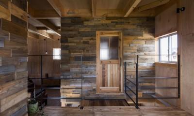 二階|倉庫をリノベーションしたかのような新築の家(石部の家)