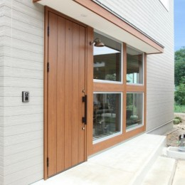 家の中に家がある多様な広がりのある家(安土の家) (玄関)
