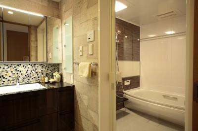 浴室、洗面室 (モザイクタイルが魅せるアーバンスペース)
