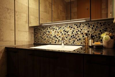 洗面室のモザイクタイル (モザイクタイルが魅せるアーバンスペース)