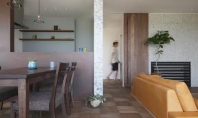 田園風景に向かって開く2階リビングの家(水口の家) (リビングダイニング)