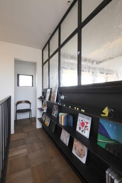廊下 (田園風景に向かって開く2階リビングの家(水口の家))