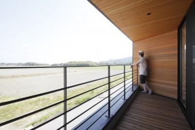 テラス (田園風景に向かって開く2階リビングの家(水口の家))