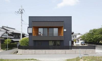 田園風景に向かって開く2階リビングの家(水口の家) (外観)