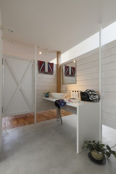 洗面スペース (服好きなショップのような住まい(東林口の家))