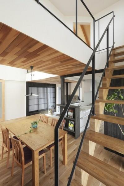 階段 (薪ストーブのある三角屋根の暮らしを楽しむ家(末広の家))