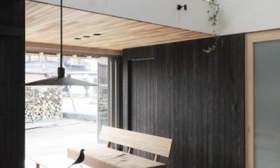 リビングダイニング|薪ストーブのある三角屋根の暮らしを楽しむ家(末広の家)