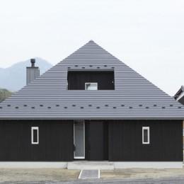薪ストーブのある三角屋根の暮らしを楽しむ家(末広の家) (外観)