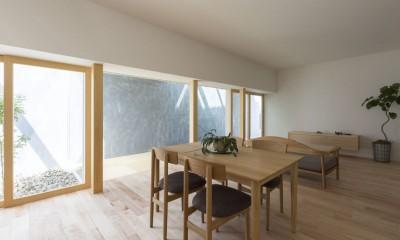 リビングダイニング|プライバシーを確保しつつ開放的な旗竿地に建つ家(草津の家)