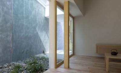 中庭|プライバシーを確保しつつ開放的な旗竿地に建つ家(草津の家)