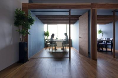 個室 (片側採光のテナントの光をふんだんに取り入れたオフィスリノベ(草津のオフィス))
