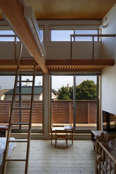 子供部屋 (豊橋の家〜神社の緑を借景としたスキップフロアの家〜)