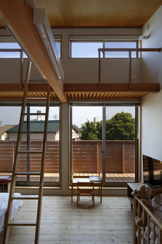 豊橋の家〜神社の緑を借景としたスキップフロアの家〜 (子供部屋)